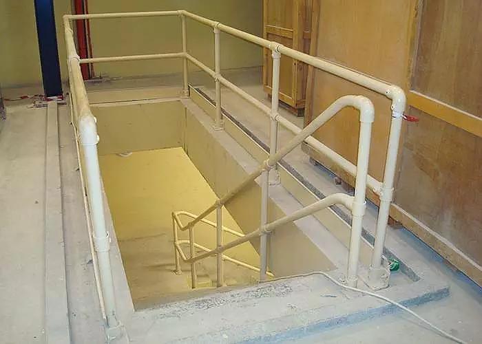 楼梯斜坡护栏