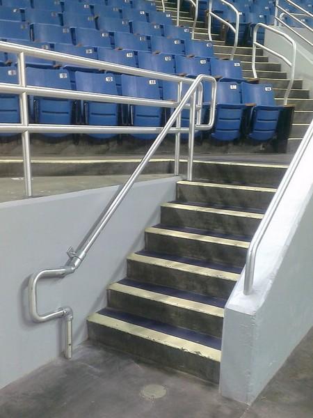 楼梯扶手修复